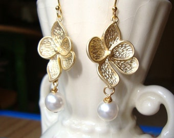Dogwood Gold Flower and Pearl Earrings. Bridal Earrings. Bridesmaid Earrings. Wedding Earrings