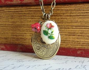 Red Rose Floral Locket Necklace. Rose Necklace. Vintage Wedding