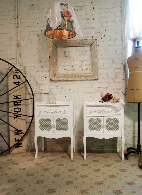 Painted Cottage Chic Shabby White Pair of Romantic Night Tables NT418