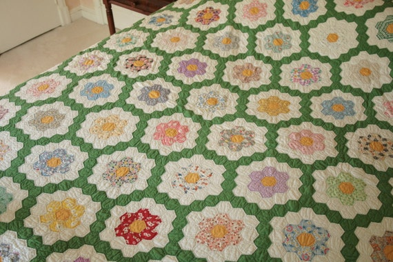 Superb Grandmother's Flower Garden 1930s Vintage Quilt - Beautifully Made - Hand Pieced and Quilted - Free U.S. Shipping