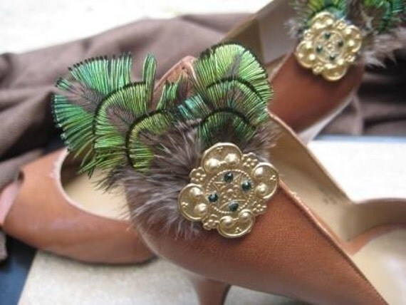 Envy Green - Green / Gold Peacock Feathered Shoe Clip