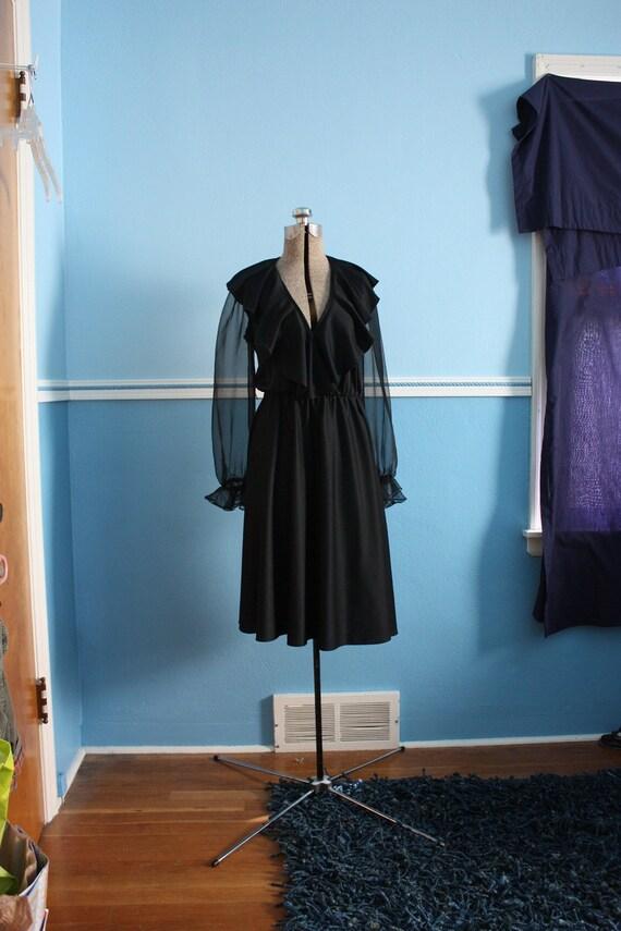 vintage 70s ruffle bust wrap dress - Dancing Queen day dress lbd little black v neck full skirt S