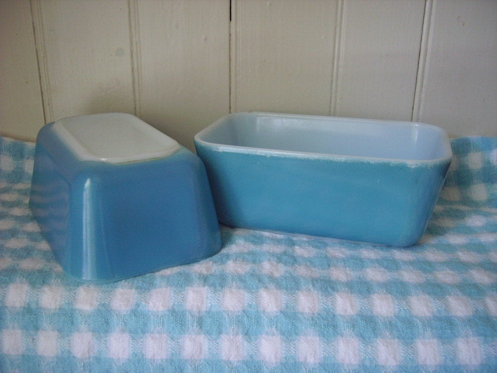 pyrex 502 refrigerator dishes in turquoise set of two. Black Bedroom Furniture Sets. Home Design Ideas