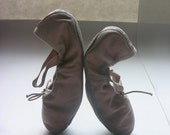 Bows at the Toes Shoe Sale .baby pink rather than black swan .leather vintage ballet slippers .Bloch