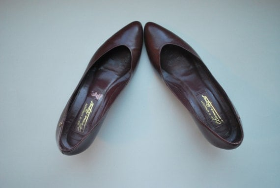 SALE...The Daily Aigner 11/9/10 .Simple burgundy leather pumps  .pointy toes .7 N  .toe cleavage abounds .Made in Brazil