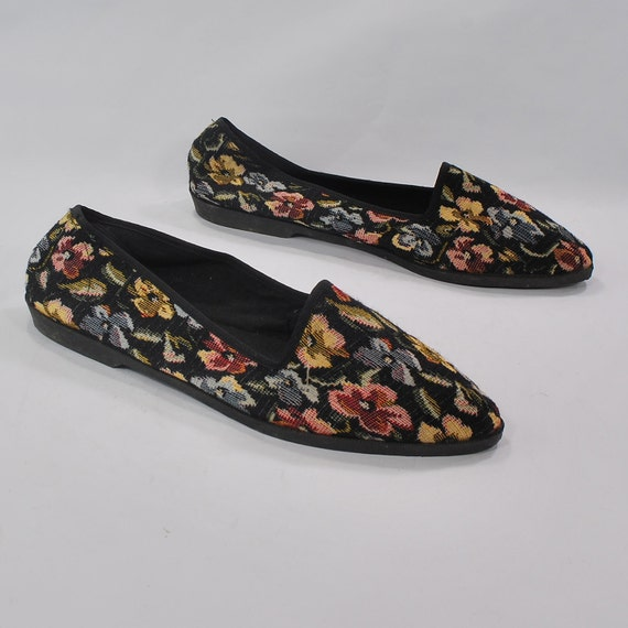 Tapestry Nutjob footwear .slip on skimmer slash ballet style flats .sz 11 .scarcely worn .heartwarming .gutwrenching