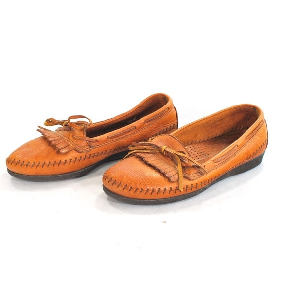 Dexter Does Granny: Vintage chestnut leather moccosin style granny skimmers .kilties .boat shoe chic -womens size 6-