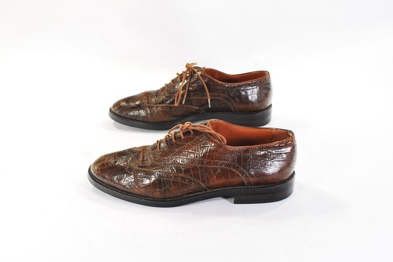 Animalistic Style: Gator textured wingtip oxfords .vintage Joan & David lace up preppy tribal wingtips -women's size 7 or 7.5-