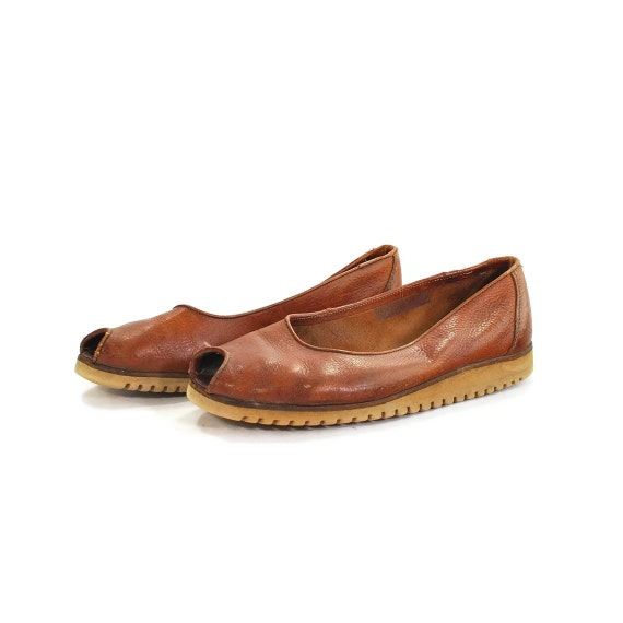 National Treasure .vintage Banana Republic 1970s flats .foam sole skimmers .peeptoe casual chic -womens size 8-