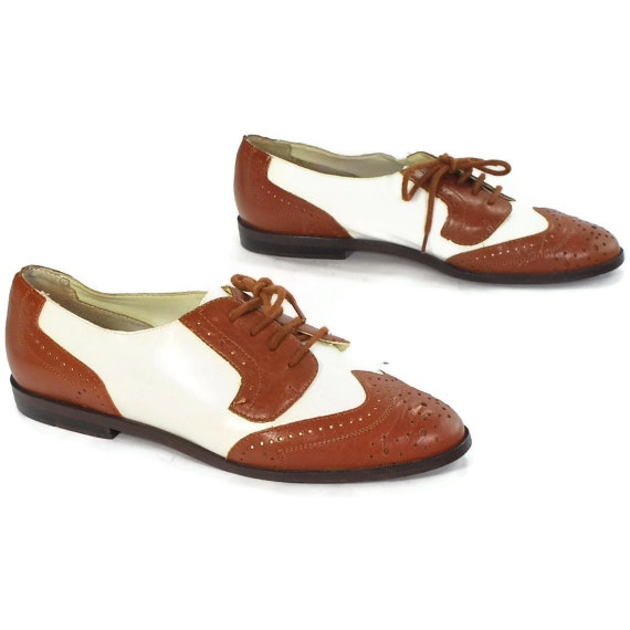 Spectator goes Zoot .vtg oxford brogues .Brown & White leather .Perforated Toe Caps  .The Wingtip of Wackiness -wm size 6 or 5.5-