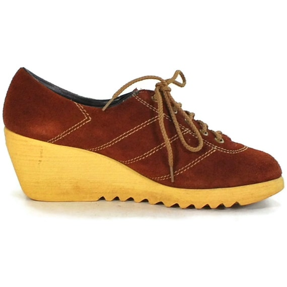 Radically Rusty colored suede platform oxfords .gummy wedge soles .70s nerd -womens size 6-
