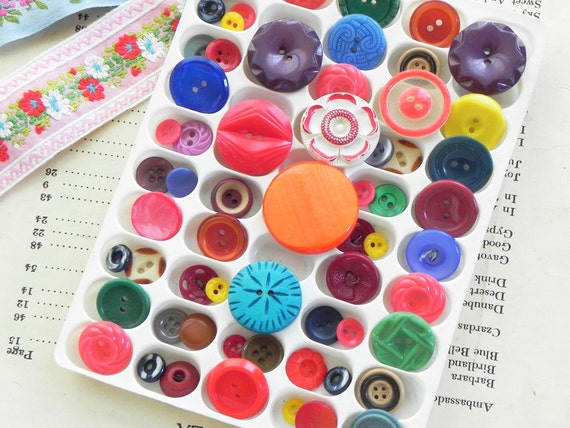 60 vintage buttons color mix