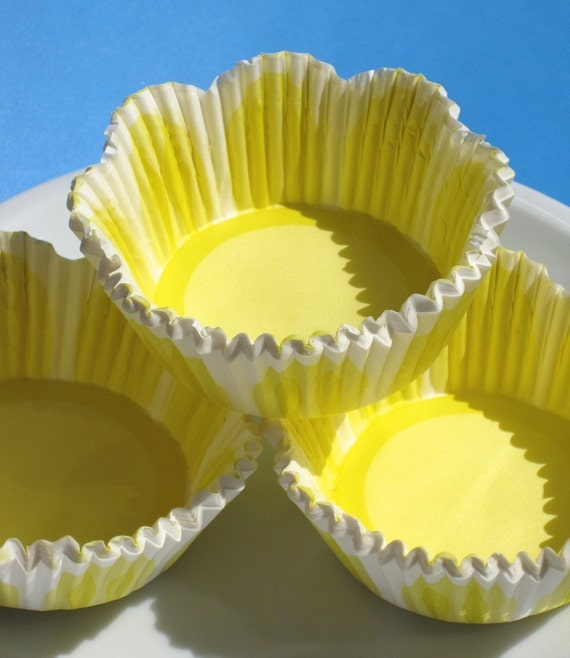 Yellow Tulip Flower Cupcake Liners, Scallop Edge Baking Cups (50)