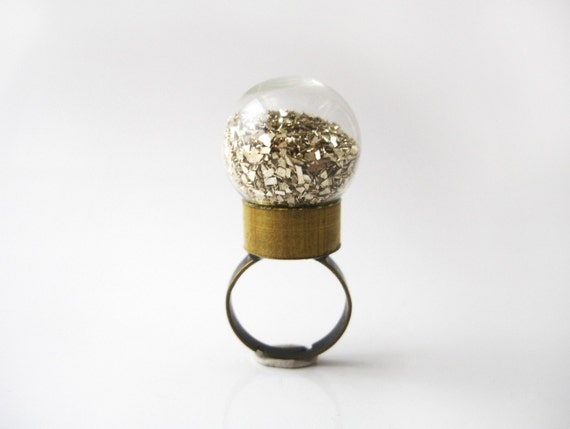 Globe Ring - Gold Chip