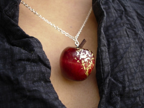 Apple Necklace - Red Delicious - Gold chain