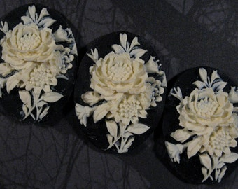 "40x30mm Cameo - Ivory on Black - ""Rose Bouquet"" - 3 pcs : sku 10.12.11.7 - N14"