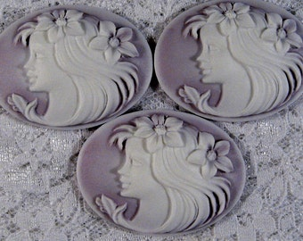 "40x30mm Cameo - White on Lilac - ""Flower Girl"" - 3 pcs : sku 10.12.11.10 - N17"