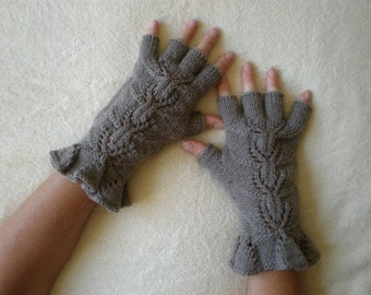 Elegant light brown fingerless gloves