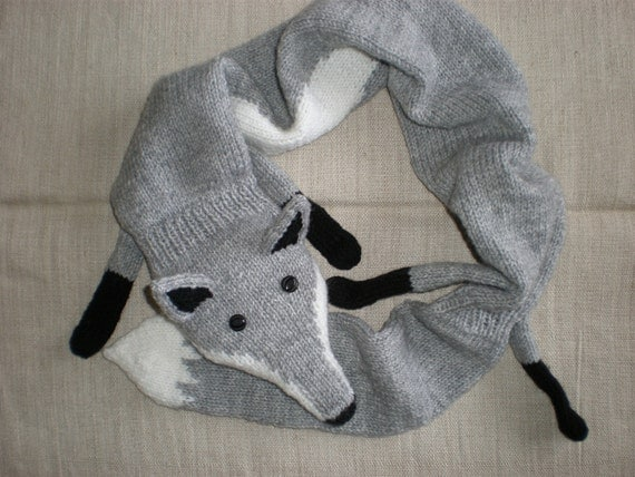 Hand-knitted light grey fox scarf
