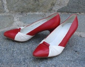 Vintae 1980's Red and White Italian Leather Bruno Magli Heels Pumps- 7 B
