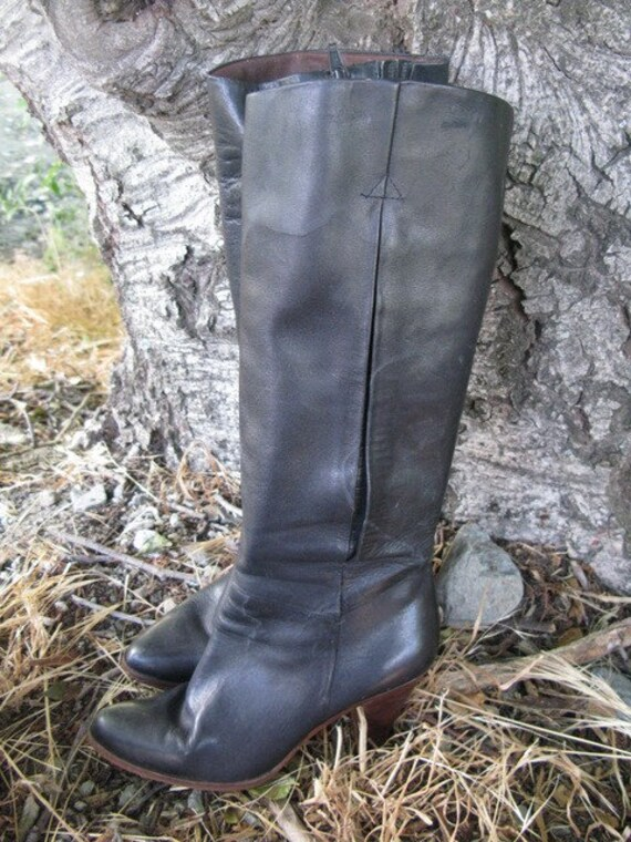 25% OFF SALE- Vintage 1970's Black Leather Boots- 6M