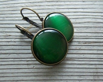 WILD CAT- Emerald Green Cat's Eye Cabochons,  Vintage Earrings