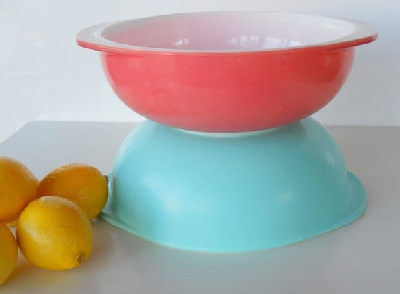 Vintage Pyrex 2 Quart Round Casseroles, Set of Two, Pink and Turquoise
