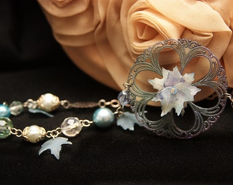 Winter's Frost Bite Vintage Lucite Necklace and Earrings