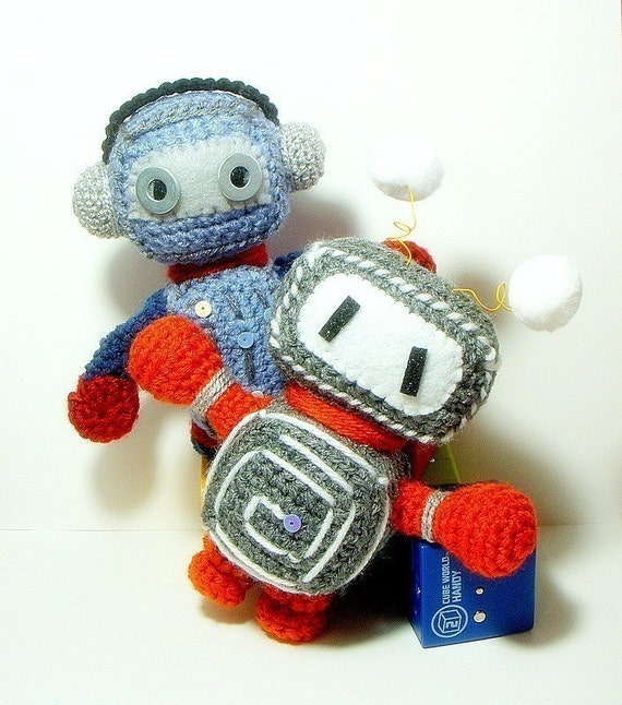 Amigurumi Robot Crochet Patterns : Pattern-Retro Robots/ 2 Amigurumi robot dolls patterns