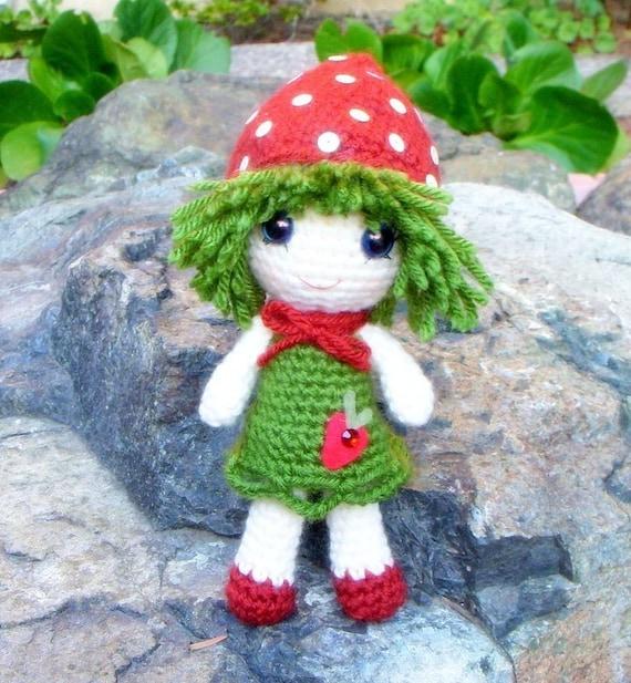 Amigurumi - Strawberry Qtie - Crochet Amigurumi doll pattern / PDF