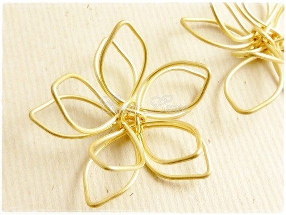 2 pcs- (1321-MG-LG) LARGE M. Gold plated flower shaped wire pendants