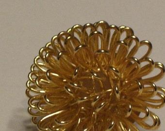 Vintage 80s Earrings, Floral Gold Toned Wire, Stud Earrings, Pierced Ears, Chrysanthemum Floral, Holiday Evening Wear, Starburst Earrings