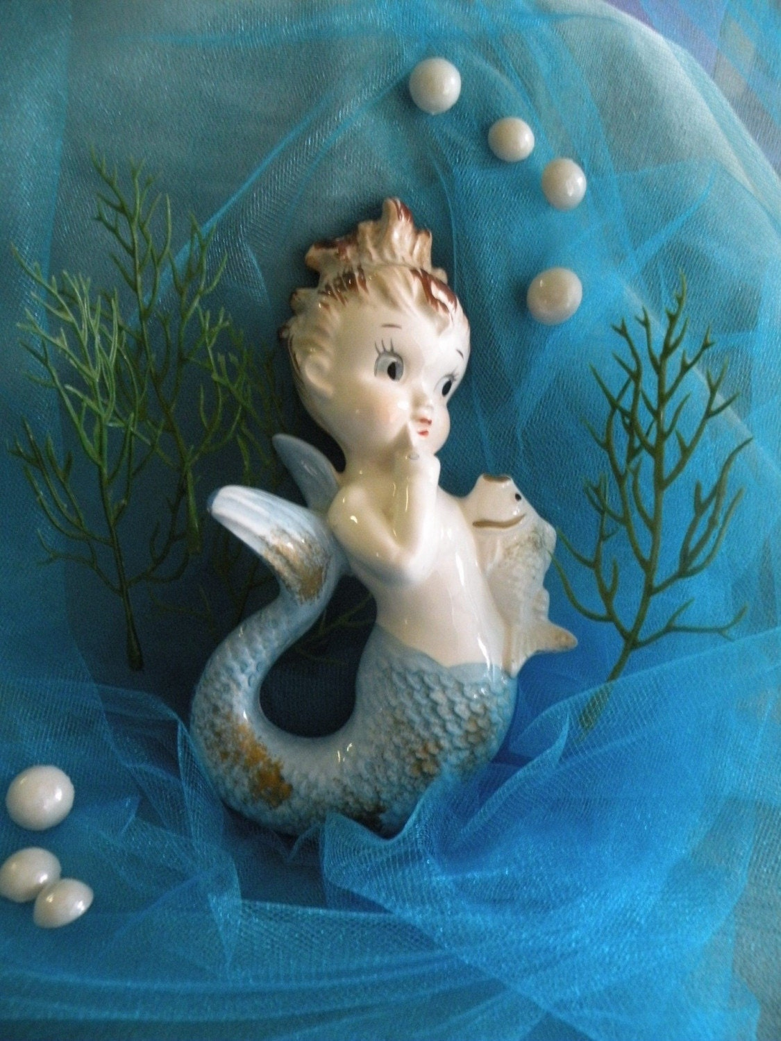 VINTAGE MERMAID FIGURINE WITH 7 PEARLIZED BUBBLES By