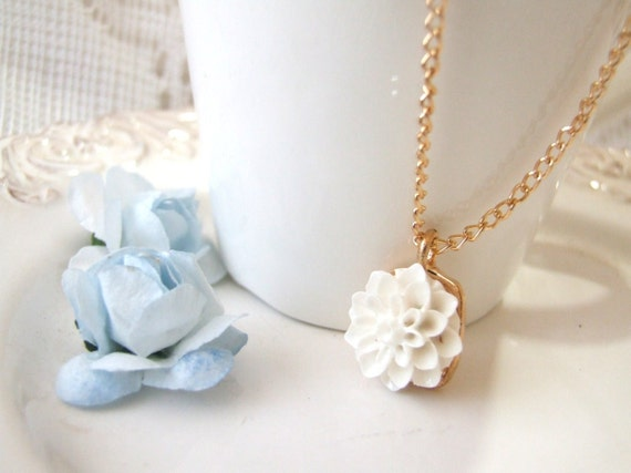 White mum cabochon gold chain charm necklace