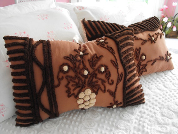 1 RARE Dark Chocolate Vintage Chenille Pillow Grape Vine On A Trellis