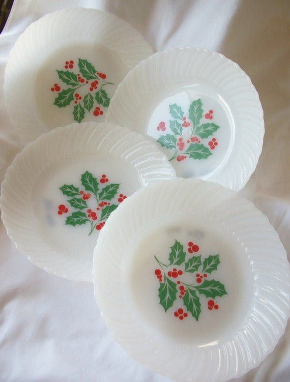 4 Termocrisa Vintage Christmas Holly Berry Design Milk Glass Bowls