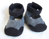 Lily's baby shoes in Black and Charcoal felt