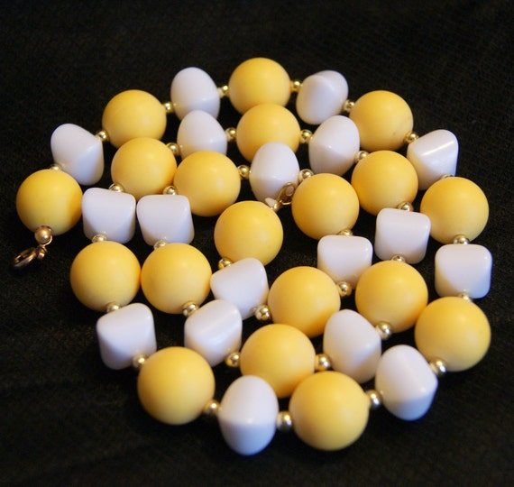 Vintage White and Yellow Bead Necklace Mad Men