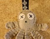 Grey felt octopus love keychain
