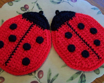 The Lady Bugs Wall Hangings /  Potholders (pr)