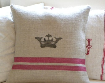 Burlap (hessian) pillow cover with crown and red stripes