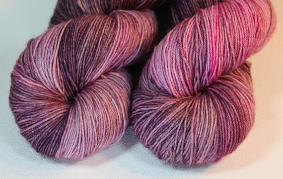 Vanora - hand dyed Avalon BFL Sock yarn - 100g