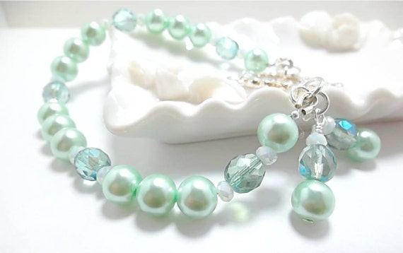 Wedding Bracelet/ Pearl Bracelet/Bridal Jewelry/Mint Green