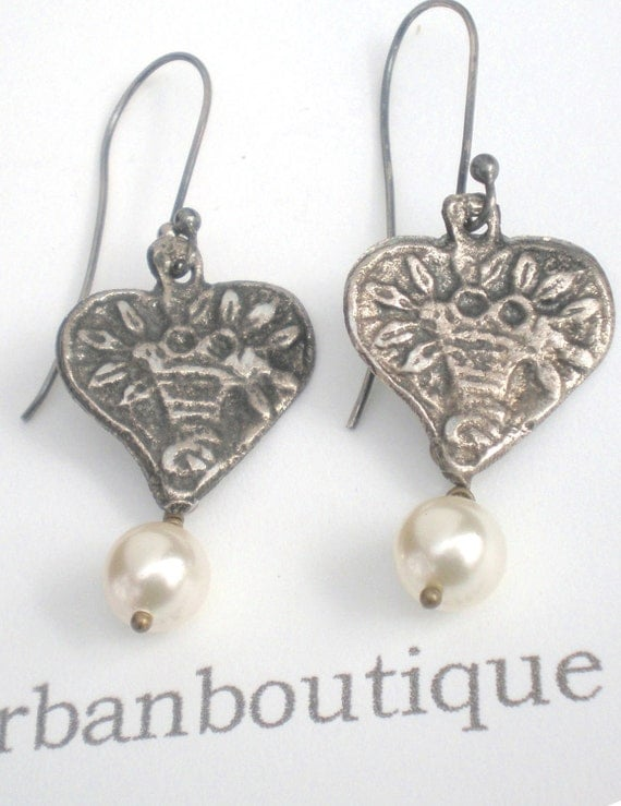 Charming Milagro Heart Earrings...  Flower Basket Heart and Classic Swarovski Pearl
