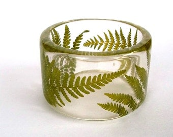 Size Small Fern Botanical Resin Bangle.  Chunky Bracelet with Pressed Flowers. Real Flowers - Green Fern Resin Bracelet. Engraved Bracelet.