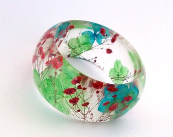 Size Large - Red Baby's Breath Blue and Green Hydrangea  Resin Bangle. Chunky Bangle with Pressed Flowers. Engraved Personalized