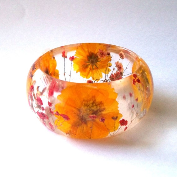 Red and Yellow Botanical Resin Bangle.   Real Flowers - Red Baby's Breath and Yellow Cosmos. Personalized Jewelry.  Custom Engraving.