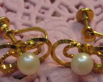 Wedding Jewelry Genuine Pearl Screw Back Earrings Gold Tone Vintage Bride Lovely FREE Shipping
