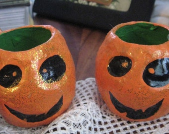 IDENTICLE TWINS Pumpkins Candy Container Big Smiles Paper Mache lost handles Green Interior Halloween Trick or Treat