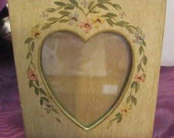 "Heart Handpainted Heart Frame 4"" x 4 3/4"" Easel Back Cream Green Peach"